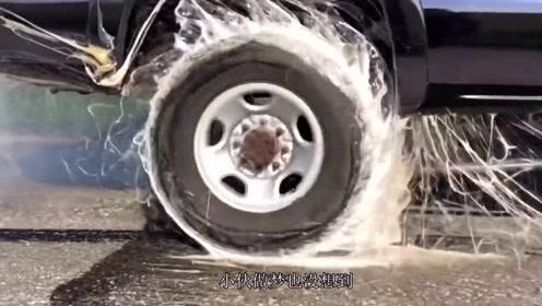 强力胶能抓住一辆皮卡吗?老外驾车实验后,现场惊现拔丝轮胎