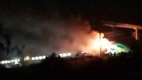 疑上海南开往开化D5689次列车起火,官方:尾部机车突发故障