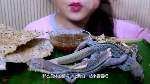 凶悍的蜥蜴,看吃播小姐姐怎么吃的,全程真是大开眼界了