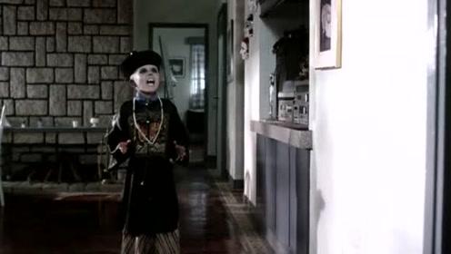 成功逼退了父母后,小僵尸想要和自己的朋友告别,太可爱