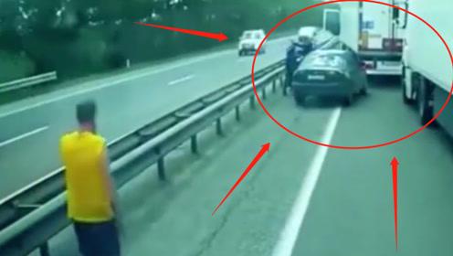 轿车高速逼停大货车,大货车这个做法让轿车司机弃车而逃!网友:舒服了!