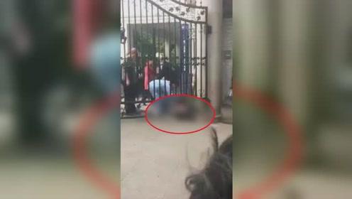 四川巴中一小学保安在校门口被人持刀杀害 嫌疑人已被警方控制