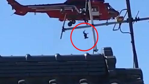 日本一直升机台风救援时发生失误 七旬老妇当场从40米高空坠落