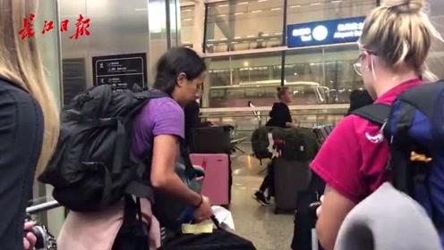 来自美国代表团的女足运动员抵达天河机场,姑娘们个个都是大长腿