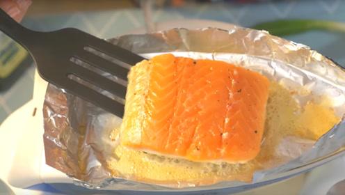 奇葩老外在熨斗上做饭,煎起鱼来有模有样,网友:温度有这么高?