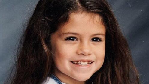 赛琳娜分享童年照片 大眼发亮表情乖巧可爱