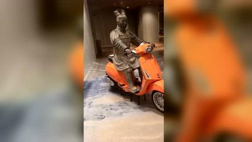 骑上我心爱的小摩托上战场!不知道秦始皇看了什么感想?