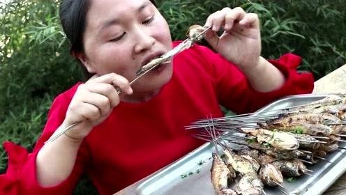 """胖妹自制烧烤""""炭烤黄鱼"""",第一次见这么撸鱼的,骨头都没见着!"""