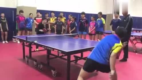邓亚萍来指导乒乓球,这个球真的很转,福原爱也得败吧