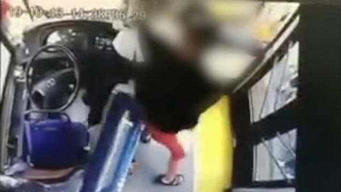 警方通报男子暴打公交女司机:因车费支付起冲突,行拘10日