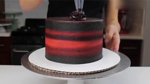 原本以为只是一个普通的蛋糕,一刀切开之后,感到惊喜!