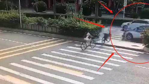 学生骑自行车过斑马线,被急速行驶的SUV撞飞30米,监控记录惨剧发生