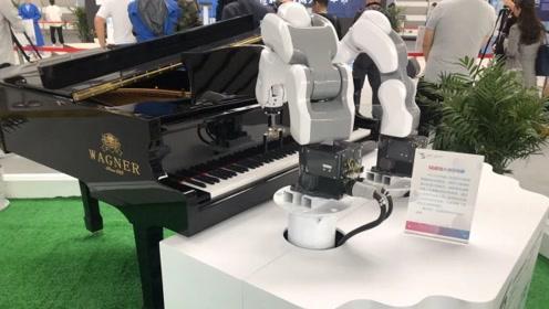 第六届互联网之光博览会开幕 5G机器人演奏茉莉花