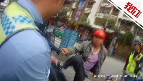 太冲动!贵州车主因摩托车脱保暂扣 竟持菜刀威胁交警执法