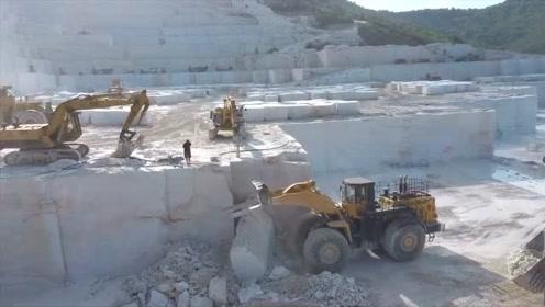 这是我见过最壮观的大理石开采过程,这工作一般人还真干不了