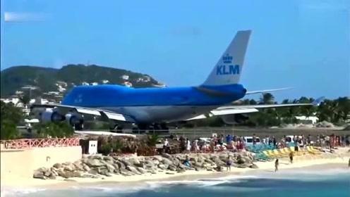 飞机准备起飞,人们纷纷围观,6秒后难以置信