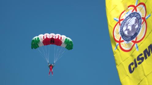 直击军运会:从1000米高空准确降落在2厘米的靶心有多难?
