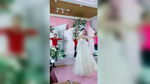 这是我见过最嗨的婚礼现场了