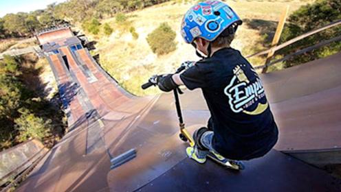 7岁小正太挑战最陡滑坡!比成年人更具勇气,镜头记录全过程