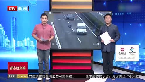 浙江金华:客车轮胎脱落高速弹跳 多车急刹避让