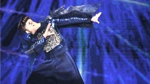 郭富城台上劲歌热舞 爱女台下手舞足蹈叫爸爸