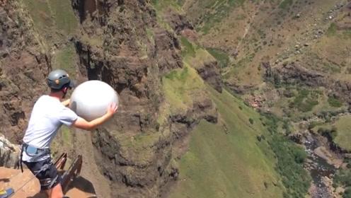 什么是马克努斯效应?老外把瑜伽球从200米扔下,看完就知道了