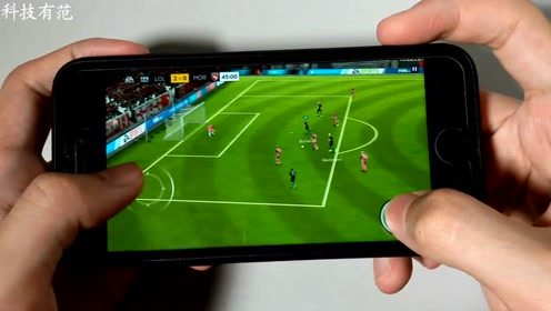 iPhone 7玩FIFA足球游戏