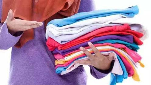 新买的衣服不要直接穿,服装店老板教我方法,洗的干净不褪色!