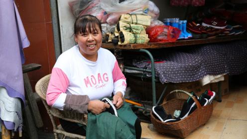 60后母亲一年做百双布鞋,供双胞胎女儿读大学,说人累心不累