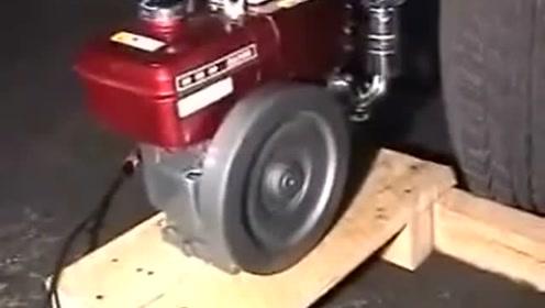 老外启动一台中国产的小型柴油机,听声音就让人着迷