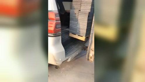 丰田霸道拉地砖,不愧是全能车型!