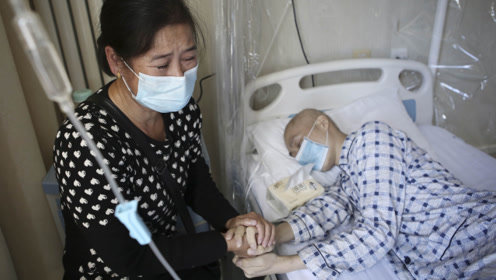 23岁独子患重症命在旦夕 5旬母亲为救儿3次放下尊严下跪