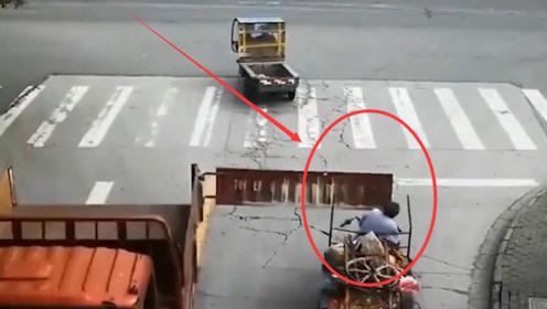 男子骑三轮车,被大货车车尾瞬间打懵,没有监控谁能说得清楚