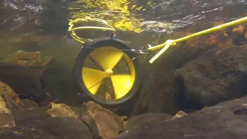 新型野外发电设备,扔到水里就可以发电,2小时充满一部手机