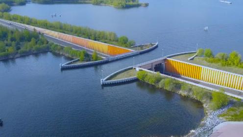 荷兰最特别的大桥,开到一半断开了,司机们也不减速!