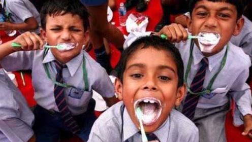 """印度人研制""""牛粪牙膏"""",当地大受欢迎,刷牙能干净吗?"""
