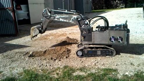 看看德国制造的小型挖机模型有多先进,科技太强大了