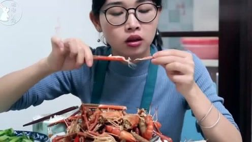 打工妹市场买海鲜,2斤大虾,半斤大蒜,晚饭越吃越过瘾