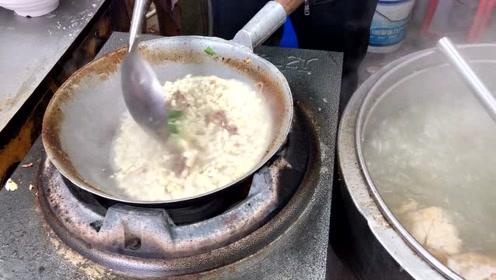 杨凌农高会小吃城:吃饭的人不少,大哥一天卖几百碗羊肉泡