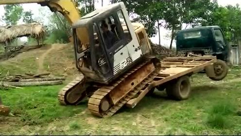 还以为开挖掘机很简单,直到看到这画面我才知道自己太天真了!