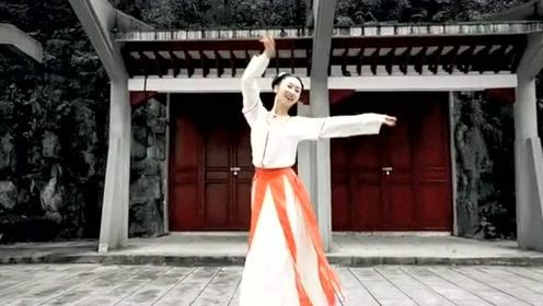 汉服小姐姐在古宅跳最火的陈情令主题曲《无羁》,美轮美奂!