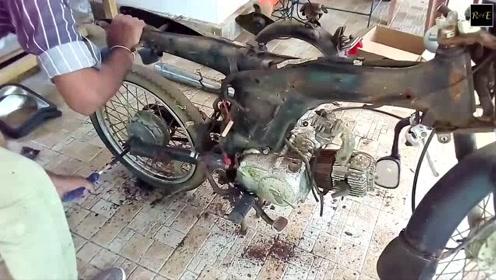 看牛人是怎样翻新几十年前废旧摩托车的,有这手艺还缺钱花吗?