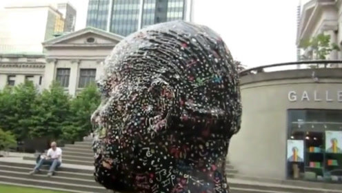 """加拿大最受人""""唾弃""""的雕像,沾满口香糖,过一段时间还会定期清理!"""