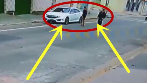 两名男子作死抢劫,不料碰上硬茬,当场直接丢了命!