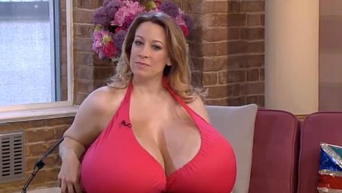 """世界上最大的""""天然胸"""",重达36斤,吸引众多男子追求"""
