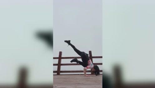 室外瑜伽练习,午安!