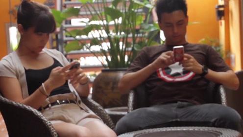为何情侣入住酒店时,都会先玩会手机?原来还有这层作用
