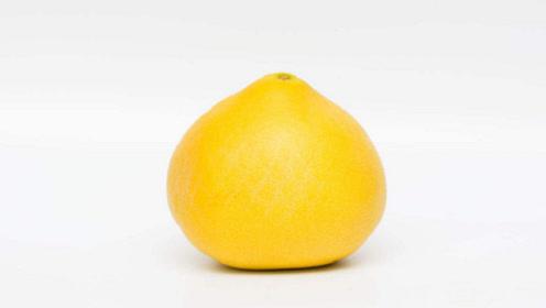 柚子不用手剥,这样切一下,果皮和果肉自动分离,吃起来更方便