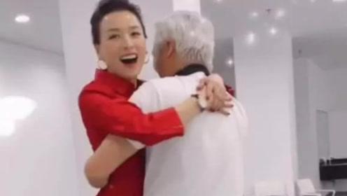林瑞阳抱老婆张庭转圈圈 两人当众亲吻秀恩爱
