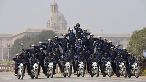 别小看印度阅兵,一台摩托车搭载50名士兵,其他国家未必可以做到